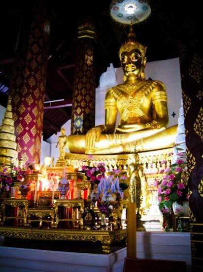 golden buddha ayutthaya