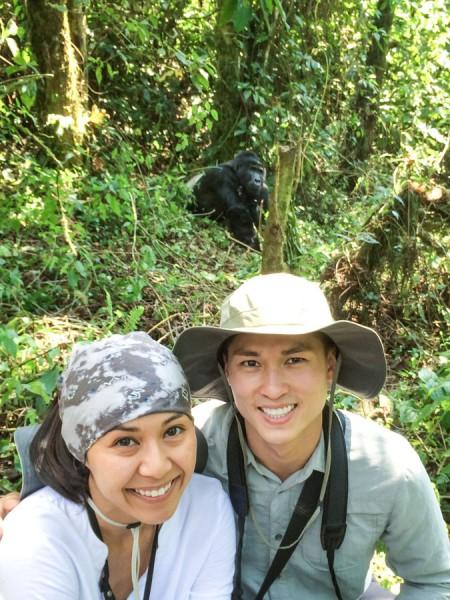 gorilla selfie bwindi